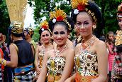 Ethnic Women in Indonesia - Randy Fox